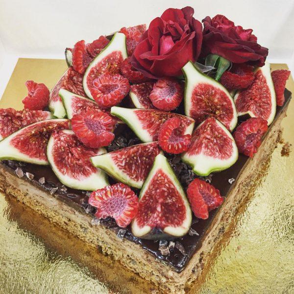 Lingote de chocolate y frutos rojos vegano